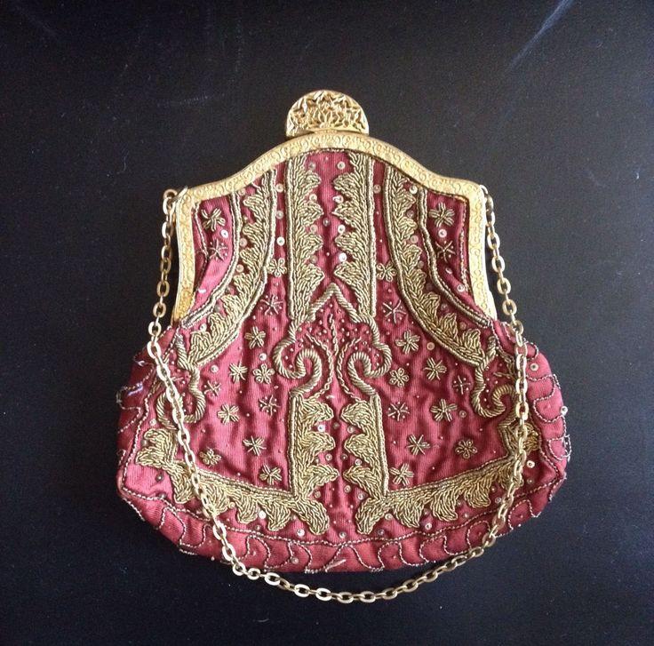 В начале 1900-х годов женский кошелек Бургунд...