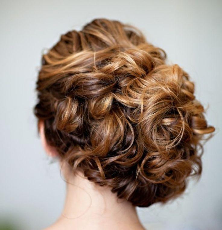 wedding hairstyle; Photo: Robert and Kathleen Photographers