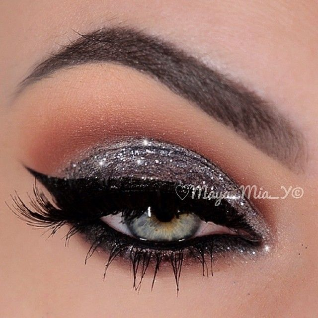✨Today's Look✨ Using the Lavish Palette by @anastasiabeverlyhills and Glitte...