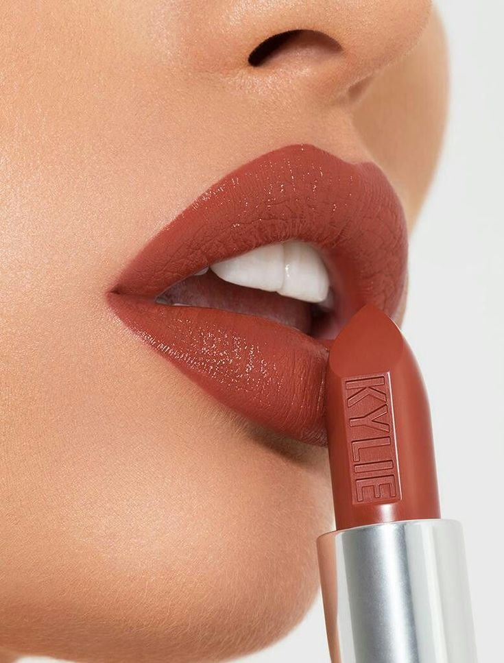 Kylie Cosmetics Lipstick in Trouble Maker.