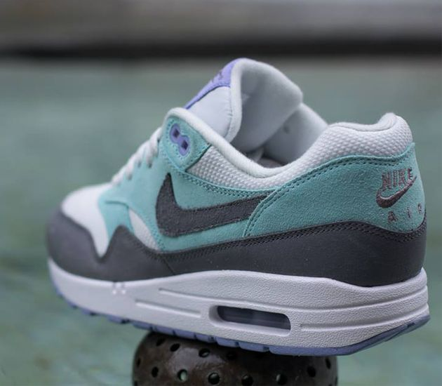 the best attitude 83e14 a793e Nike Air Max 1 WMNS-Light Base Grey-Cool Grey-Glacier Ice-Purple. TAGS   black white sneakers · casual sneakers womens ...