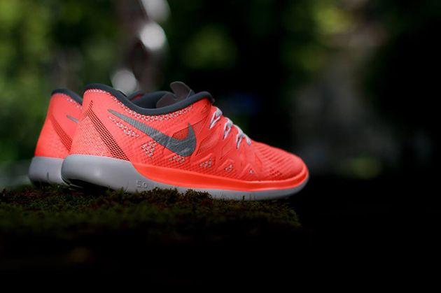 Nike Free 5.0 GS   Bright Mango / Metallic Silver   Magenta Grey