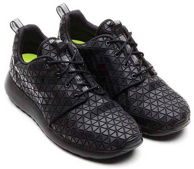 Nike WMNS Roshe Run Metric – Black / Metalic – Silver