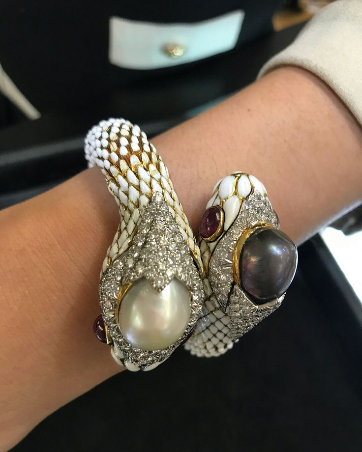 So many gorgeous estate jewelry pieces at the New York City Jewelry & Watch Show...