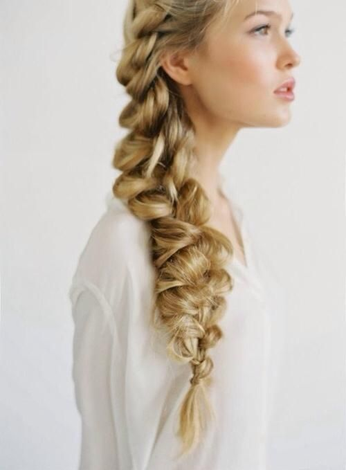 If you have long hair you should definetely try this Jumbo Braid.