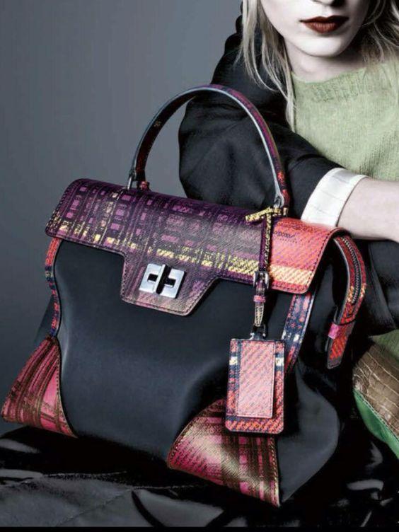 Prada erhältlich bei Luxury & Vintage Madrid, der besten Online-Auswahl an Luxu...