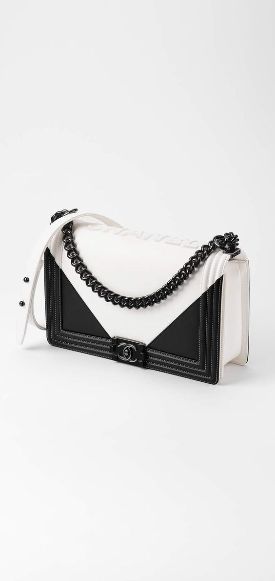 Chanel available at Luxury & Vintage Madrid, the world's best selection of c...