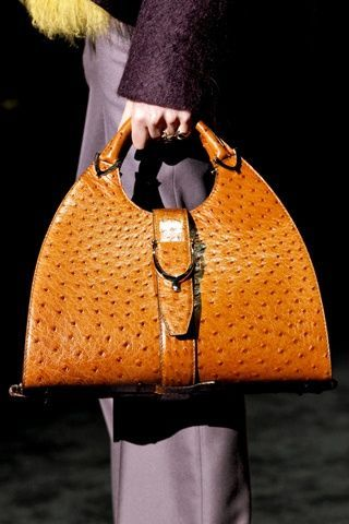 Luxury & Vintage Madrid, bring you the world's best selection of contemporary an...