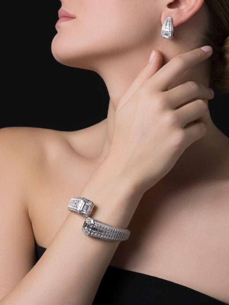 CARTIER. Bracelet - platine, un diamant E VVS2 taille émeraude de 6,22 carats e...