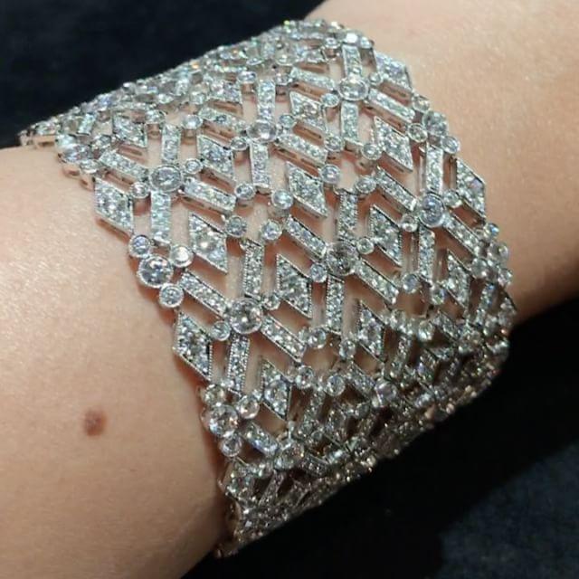 Karen Suen Fine Jewellery. Via (@luxuryjewelleryevents) on Instagram: An art dec...