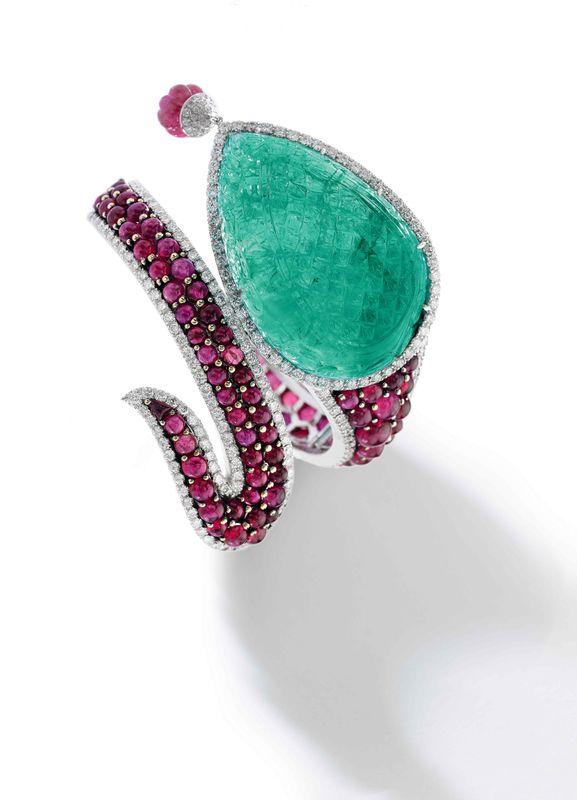 Michele della Valle, Bracelet en émeraudes, rubis et diamants comportant une é...