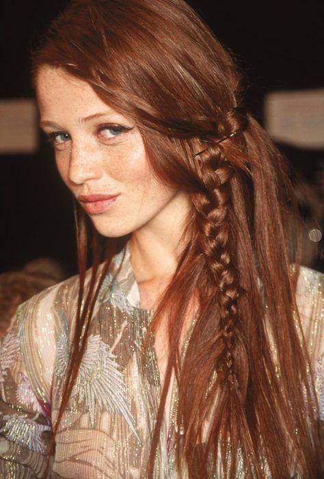 Long braid. Boho hairdo. Redhair. The right hairdo for a bohemian look at night.
