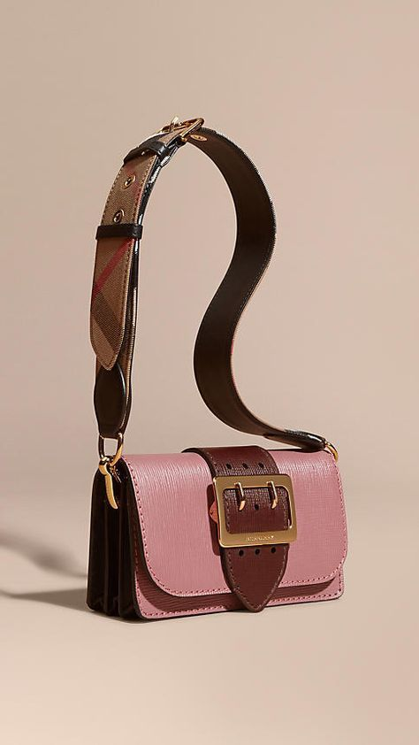 Burberry at Luxury & Vintage Madrid, the best online selection of Luxury Clothin...