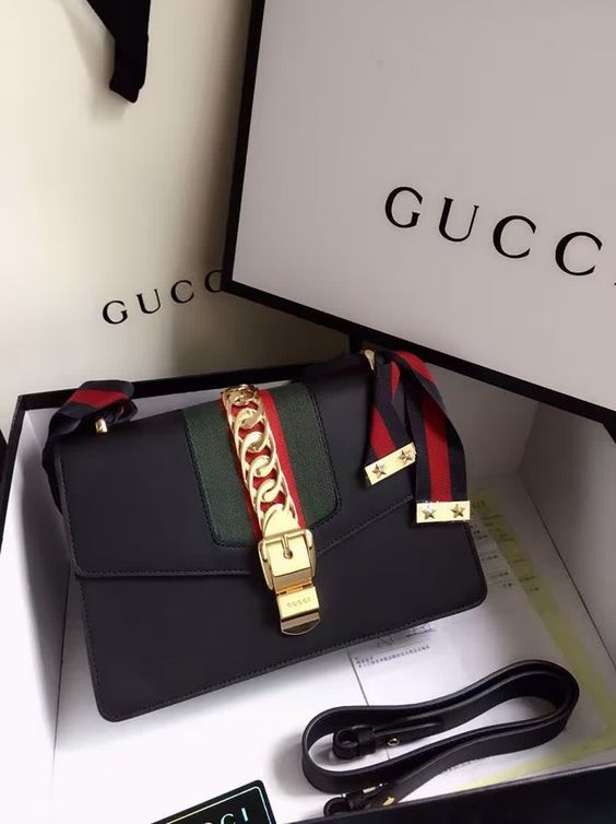 Gucci available at Luxury & Vintage Madrid, the leading fashion shopping site