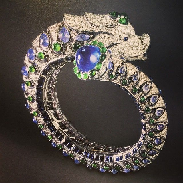 Cartier chimera bangle with 20.76ct cabochon sapphire