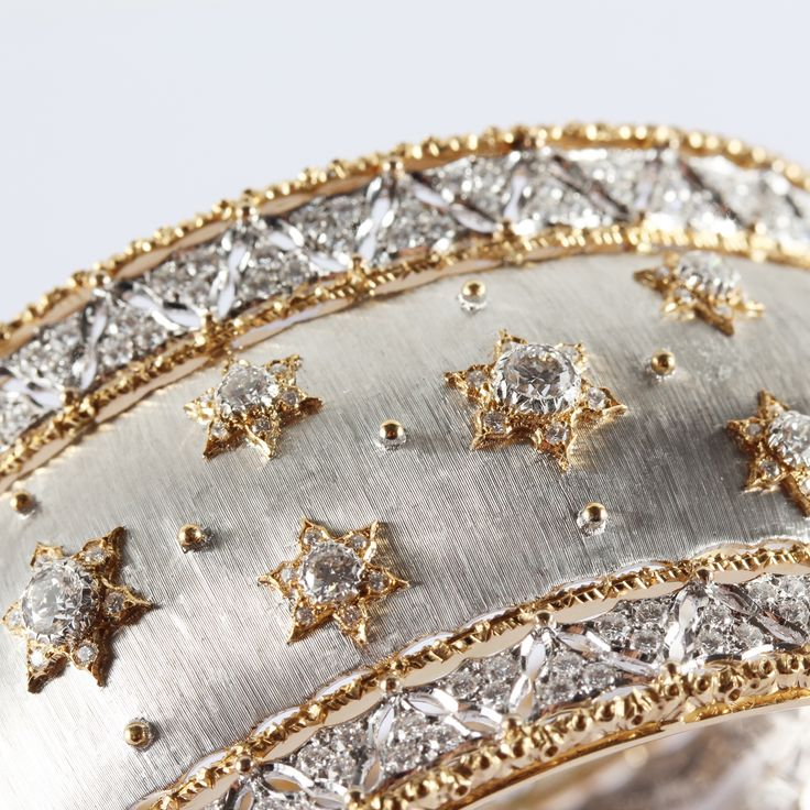 Dreams are made of gold and diamonds - White and yellow gold are finely hand-eng...