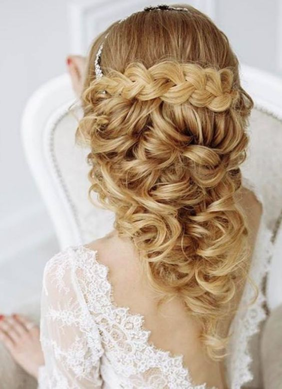 Featured Hairstyle: websalon (ANNA KOMAROVA); www.websalon.su; Wedding hairstyle...