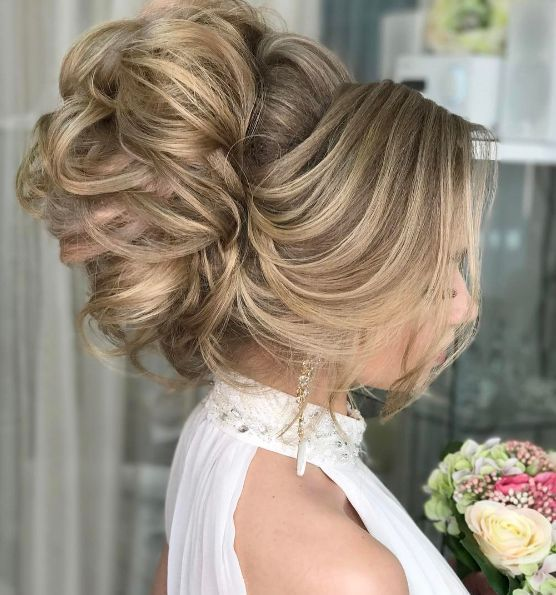 Featured Hairstyle: Websalon Wedding; www.websalon.su; Wedding hairstyle idea.