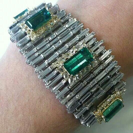 Beautiful emerald and diamond bracelet