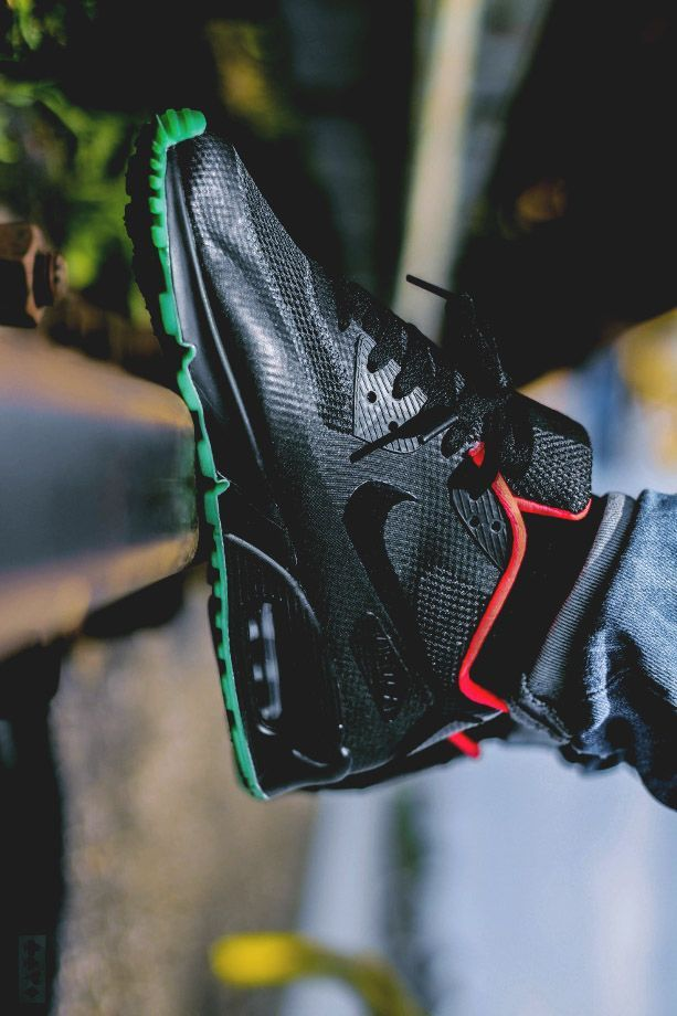 Nike Air Max 90 HYP iD Yeezy