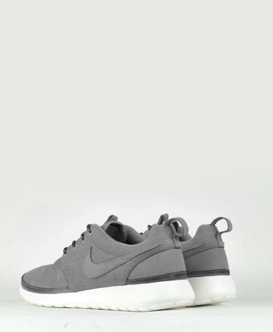 Nike: Minimal + Classic