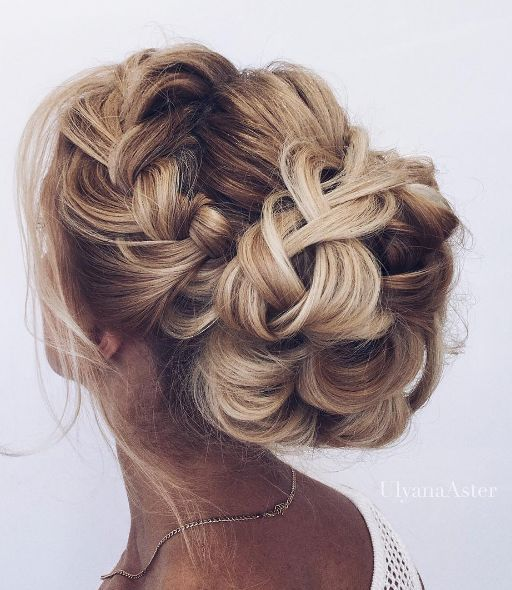 Featured Hairstyle: Ulyana Aster; www.ulyanaaster.com; instagram.com/ulyana.aste...