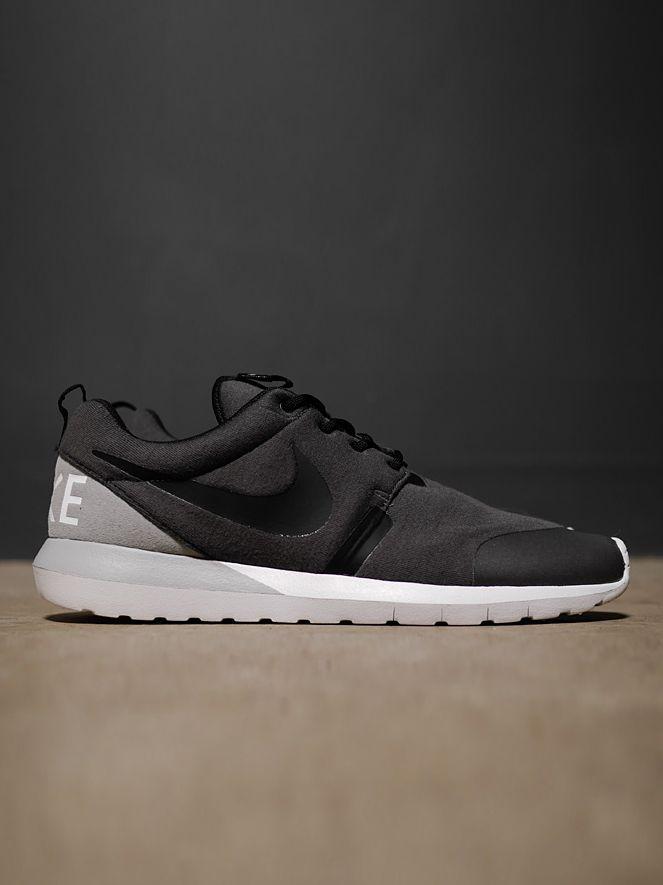 Nike Rosherun NM W SP | Lightweight Natural Motion foam sole