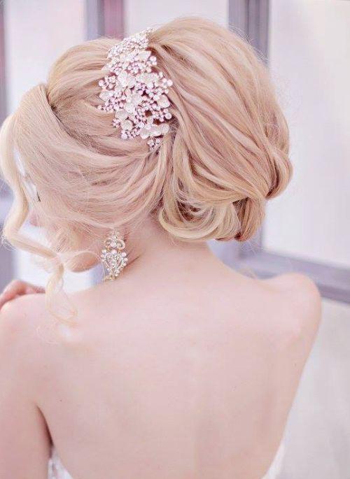 Featured Hairstyle: Websalon Wedding - Anna Komarova; www.websalon.su; Glamorous...