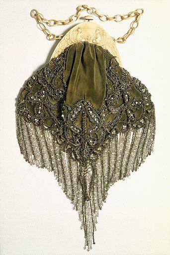 Nouveau framed and beaded purse  c. 1920-1925