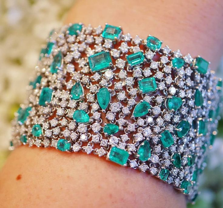 Dreamy Emeralds and Diamonds cuff by DJULA spotted during last #parishautecoutur...