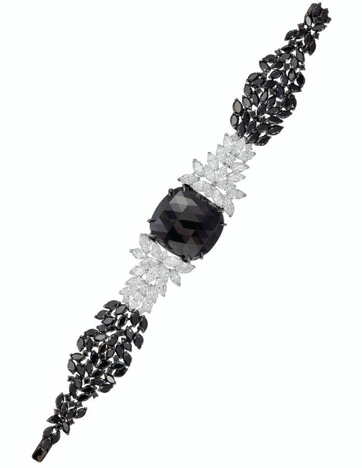 SET OF COLORED DIAMOND AND DIAMOND JEWELRY | jewelry set, colored diamond | Chri...
