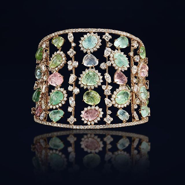 This semi-rigid bracelet made of pink gold, brilliants and paraibes tells a stor...