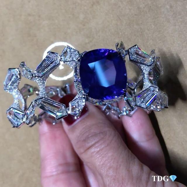 FORMS Jewellery. Via TRACEY ELLISONTHEDIAMONDSGIRL (TheDiamondsGirl 1) on Instag...