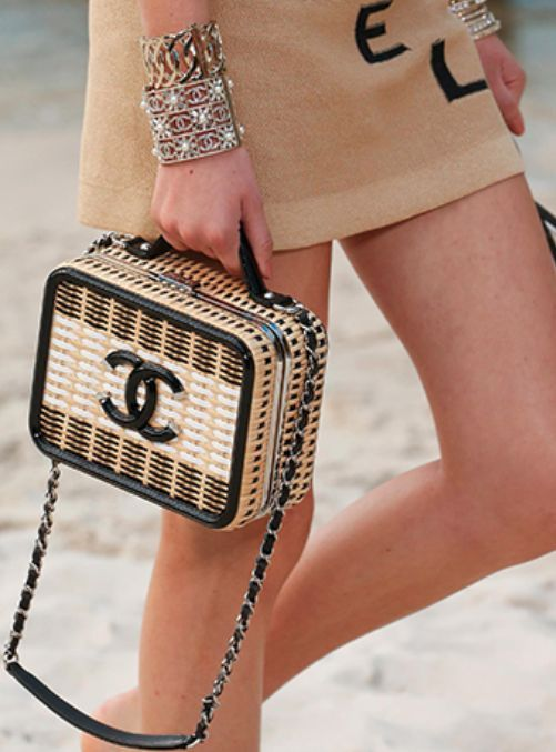 Chanel available at Luxury & Vintage Madrid, bring you the world's best sele...