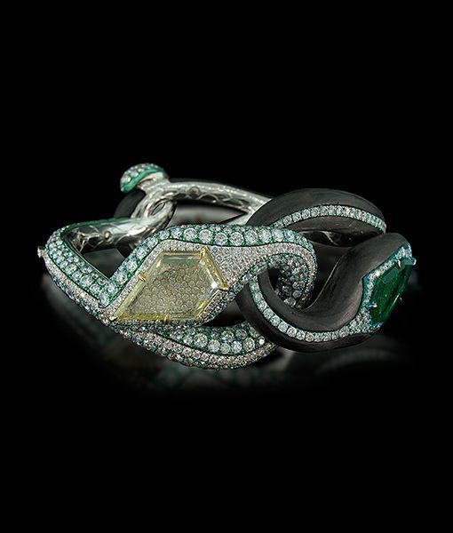 Arunashi Emerald Diamond Cuff