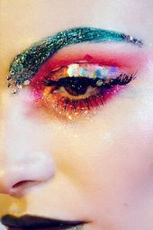 10 Creative Ways To Be Sparkingly Beautiful With Glitter Makeup